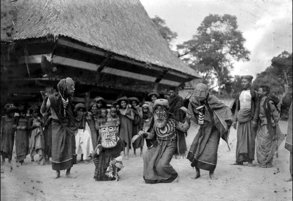 Upacara Tradisi Karo menggunakan topeng th 1970